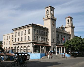 Auf dem Bild ist der Hauptbahnhof von Havanna der auch der Konten Punkt alle Züge und Busse ist.